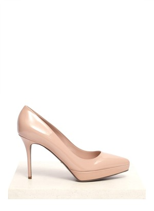 Pointed-toe patent-leather pumps